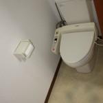 101号室のトイレ ウォシュレット付きです。