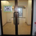 出入口を廊下側から撮影。