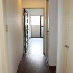 玄関から室内を撮影